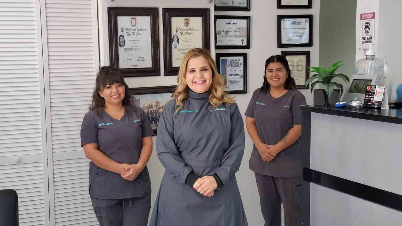 Dr Dennis Cochran Mexico dental team